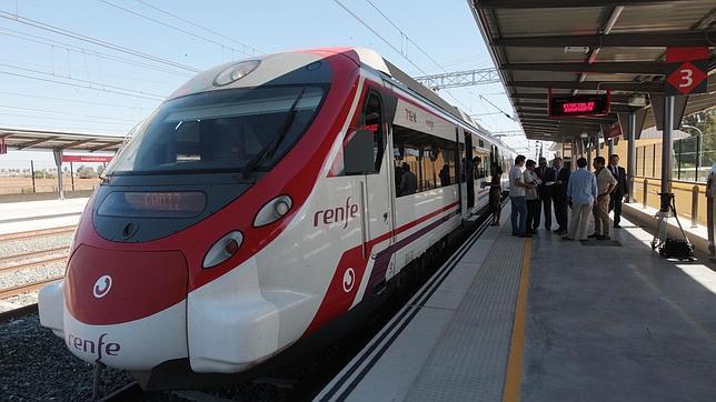 Renfe pretende recortar 11 vagones del Cercanías Jerez-Cádiz para trasladarlos a Barcelona